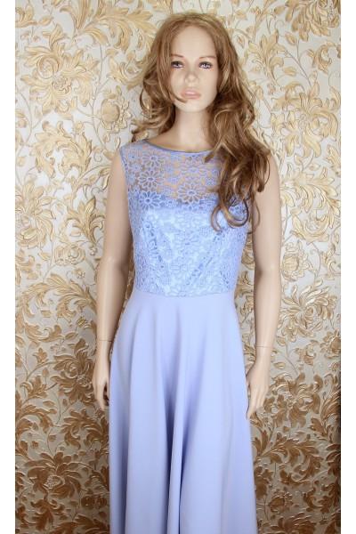 Длинное голубое платье.