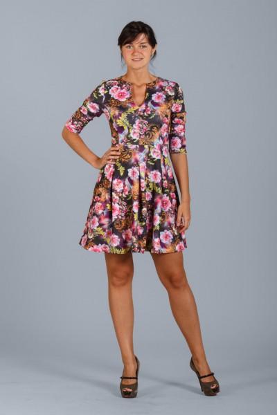 Яркое платье Настаси с рисунками цветов