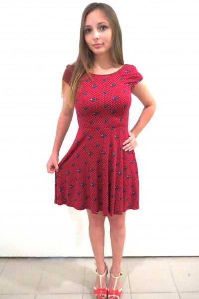 Красное платье Springfield с элементами синих ягод